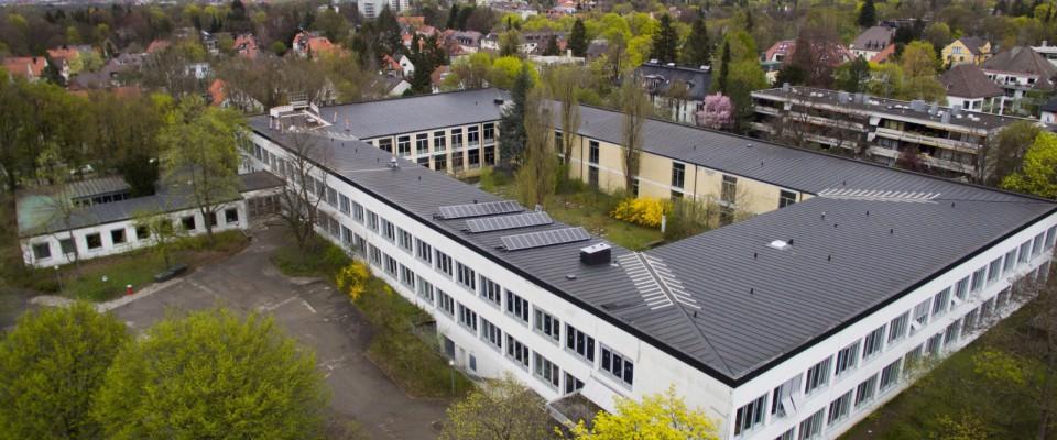 Drohnenaufnahme Schulgebäude